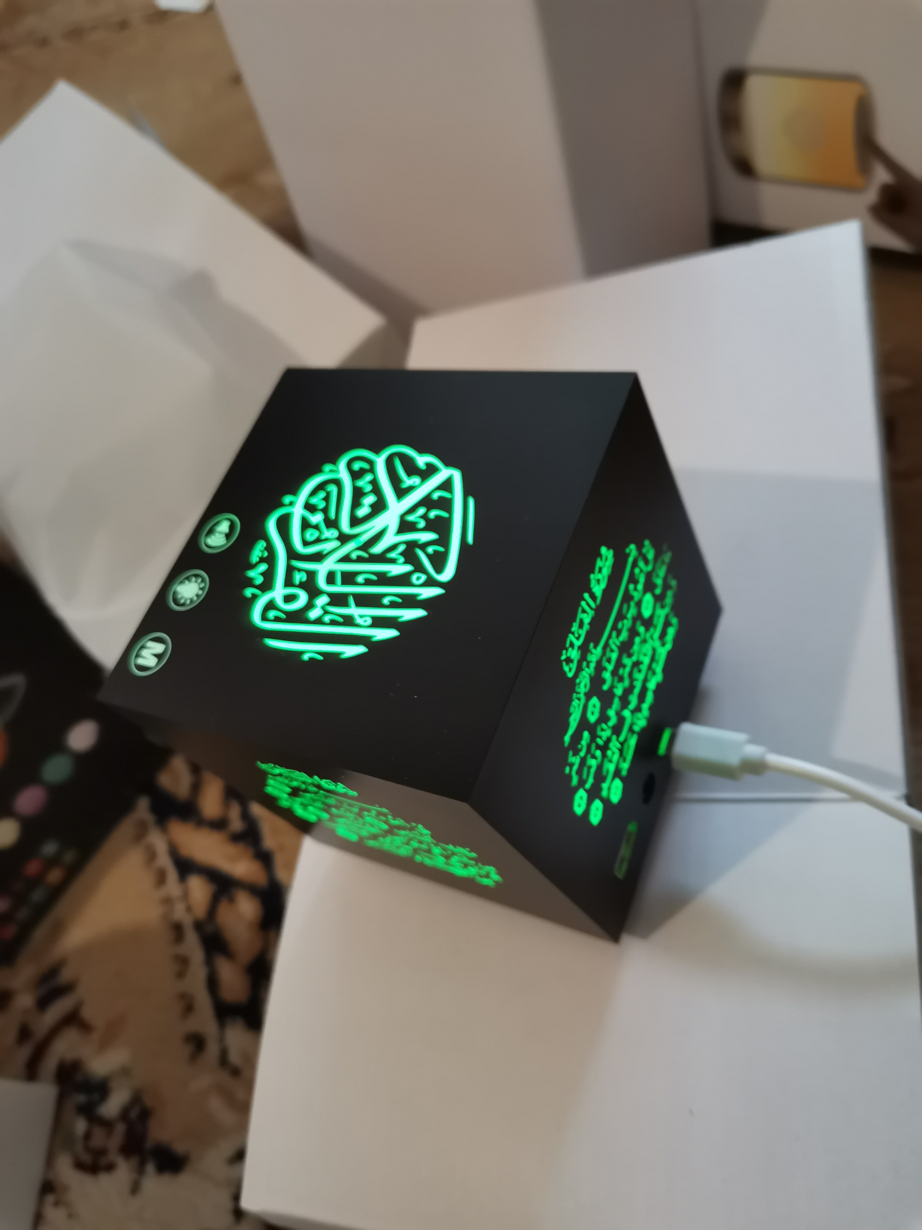 Светильник Куб читающий коран